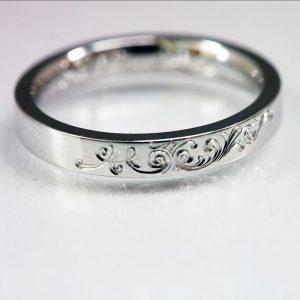 唐草模様結婚指輪、手彫りで掘ってます