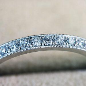 ハーフエタニティー人気の結婚指輪